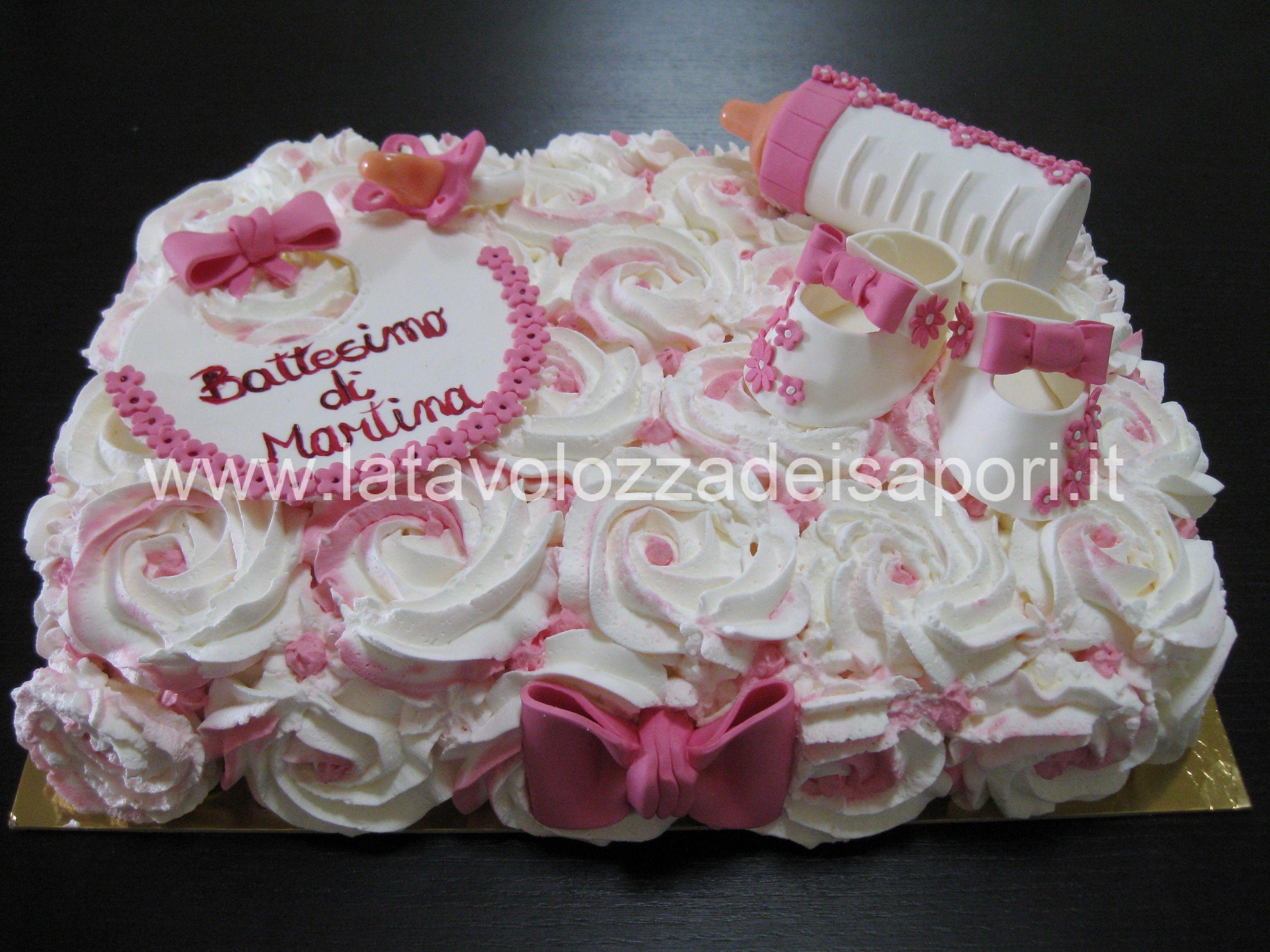 Torta con rose di panna e decorazioni in pasta di zucchero for Decorazioni torte frutta e panna