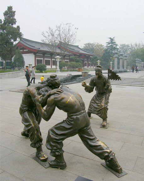Fighting Statues Street art in Xian China