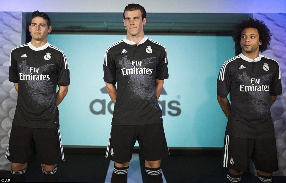 Timing Real Madrid Launch Their New All Black Kit On The Day When Manchester United Are E Real Madrid Champion Madrid