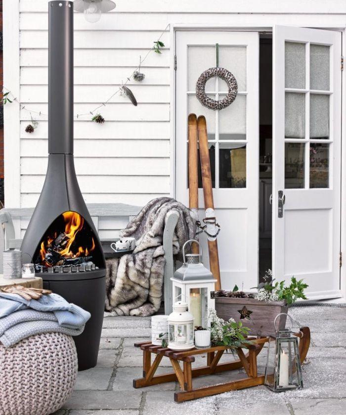 chimeneas de leña, estufa alta moderna, ideas para el porche, rincón