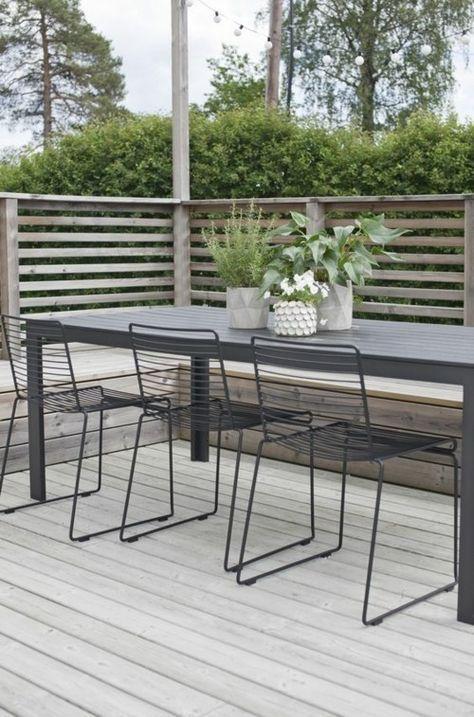 Photo of Outdoor dining area garden design simple furniture