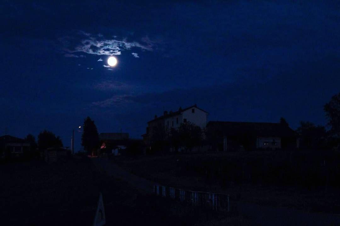 """""""Me guía la luna y de algun modo encuentro paz"""""""