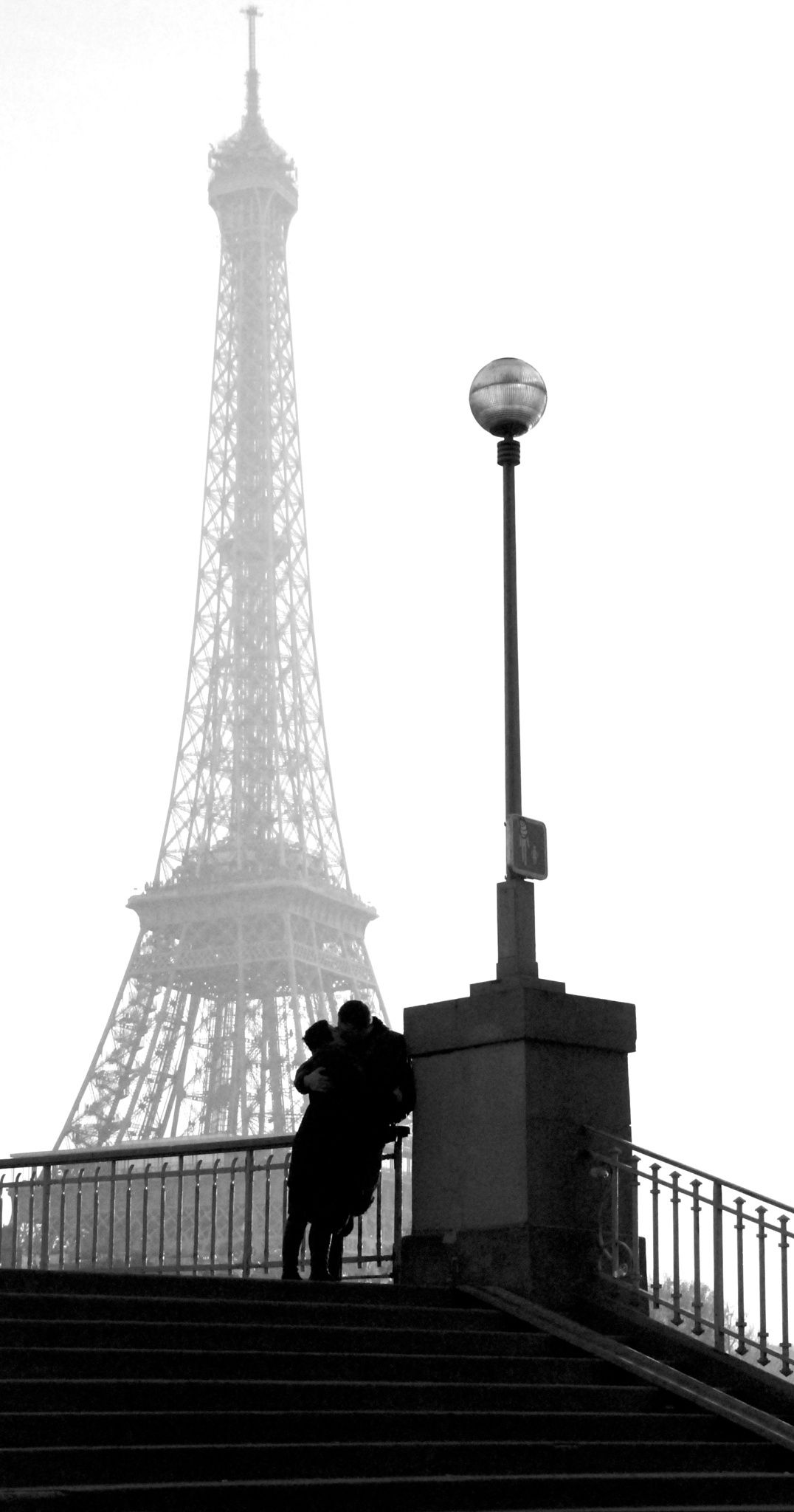 Their love   By Ricardas Jarmalavicius. Paris, France, 2007   Best Black and White Photography Valentine Eiffel Tower Love Lovers Romantic Amour