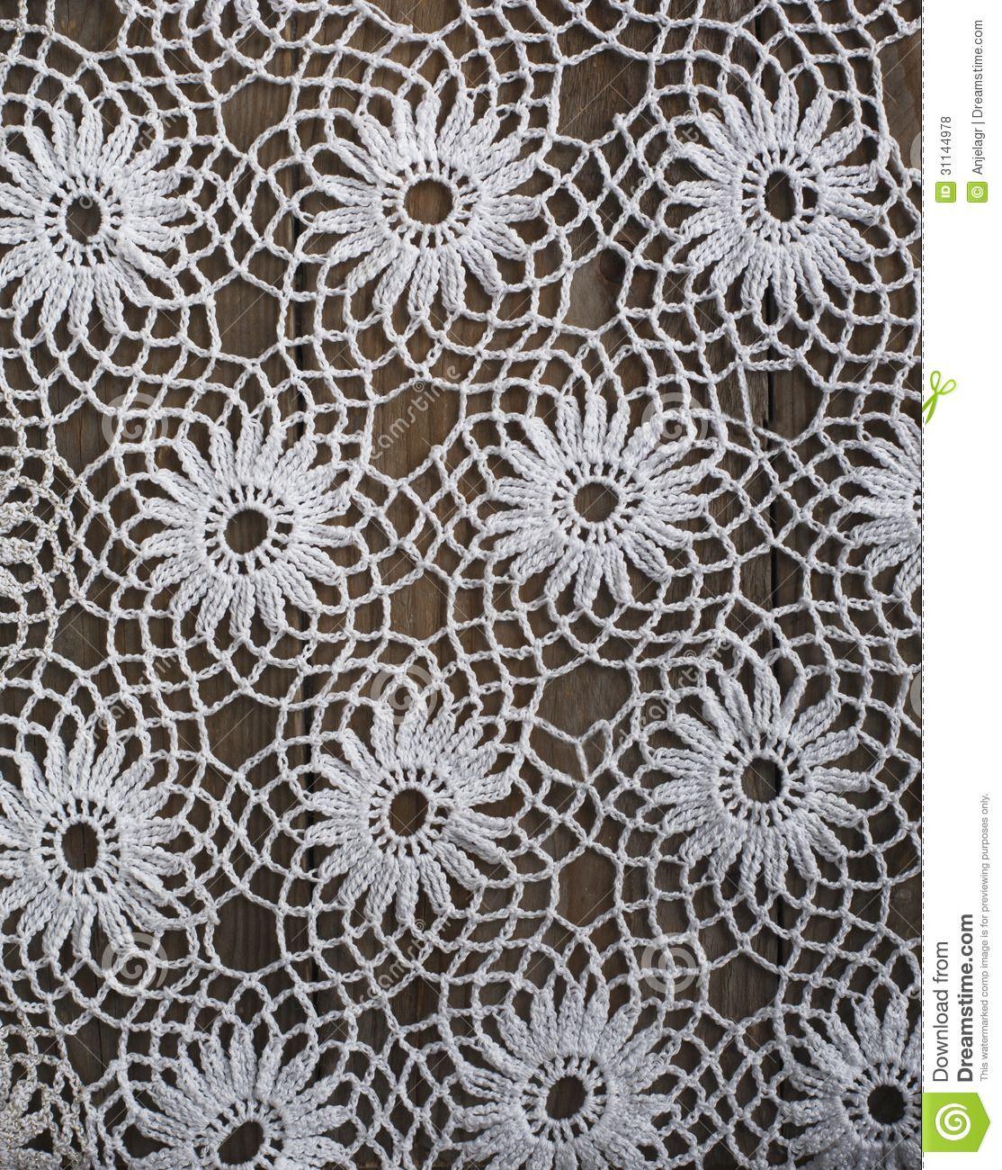 handmade-crochet-tablecloth-pattern-background-31144978.jpg (1114 ...