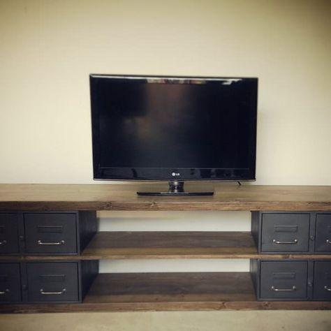 un meuble tv en acier et bois style industriel et artisanal полки