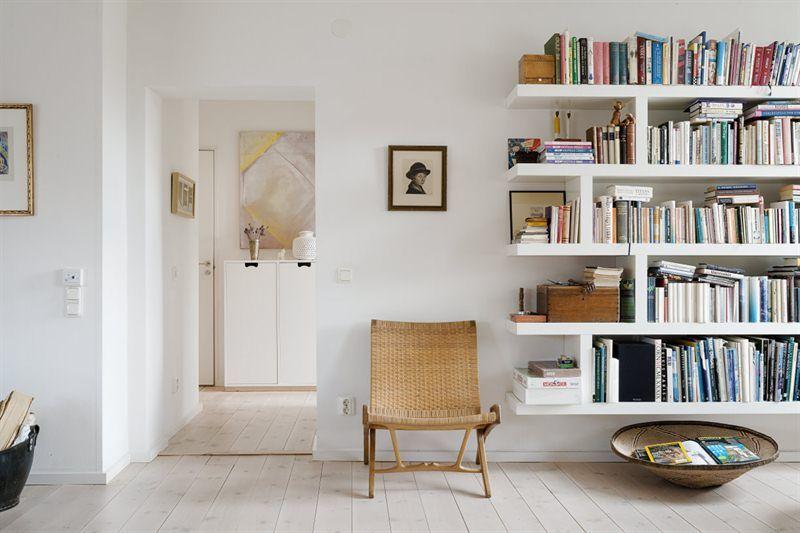 Fin renoverad och platsbyggd bokhylla i lägenhet Interior design Pinterest Bokhyllor
