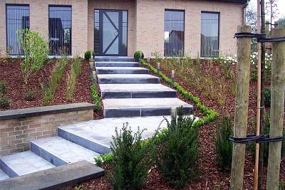 Voortuin met trap garden garden