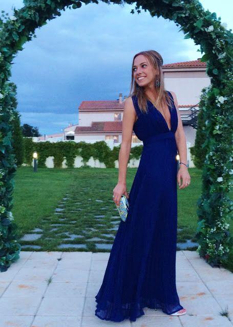 Look boda vestido azul marino