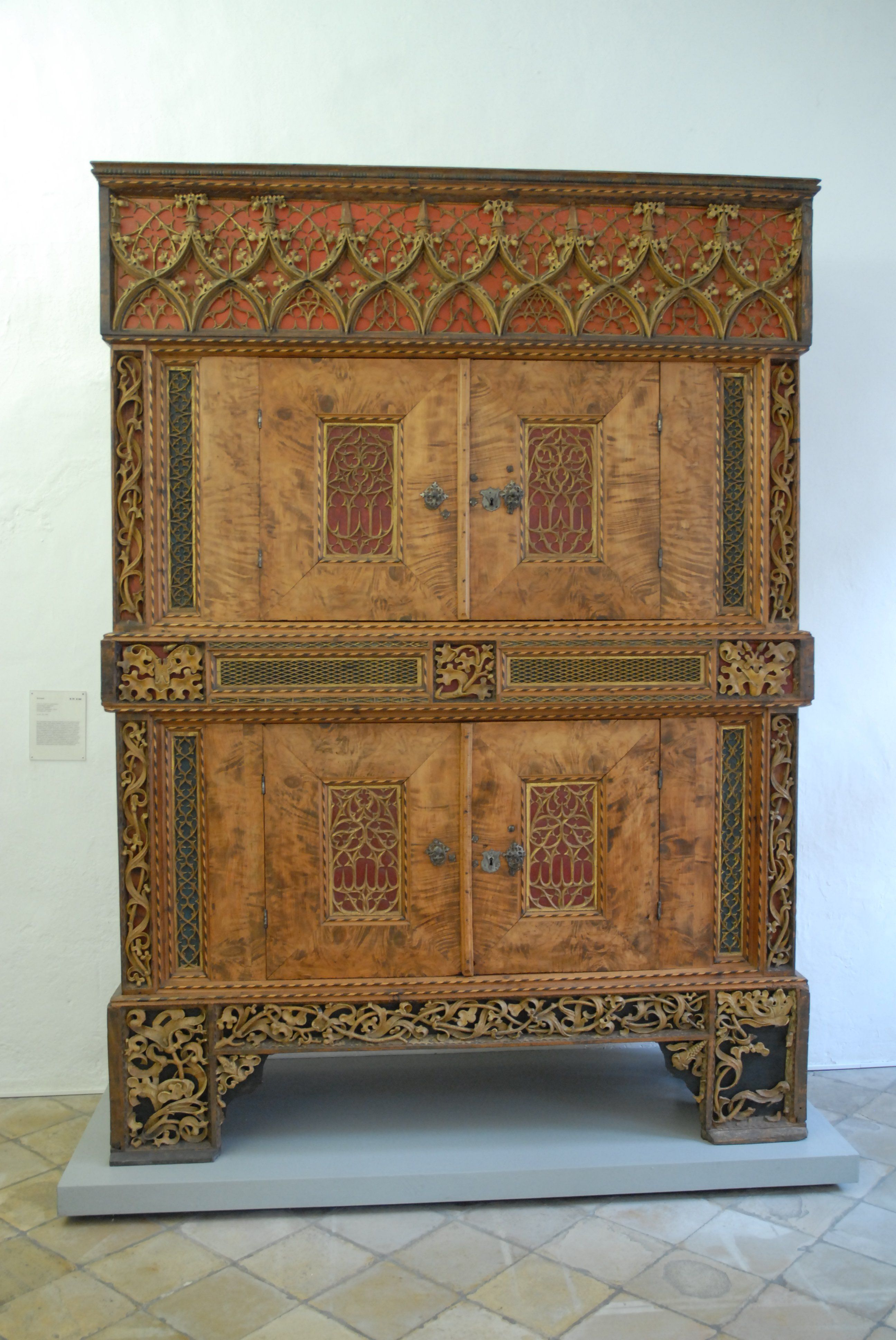 Gotischer Schrank 15. Jahrhundert. Wahrscheinlich aus der ...