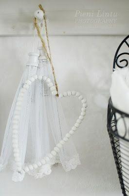 http://www.pienilintu.blogspot.fi/2013/12/pure-white.html
