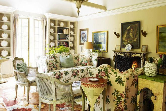 Chintz Sofas In Nicky Haslam S Country House Wsj Countryfurniture