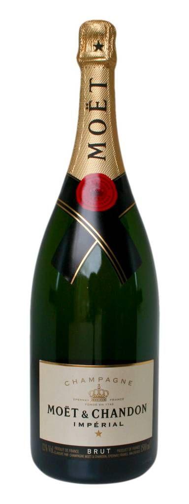 Wie kent deze niet? Juist. En daarom staat deze fles symbool voor ieder feestje. uitgesproken aroma's van onder andere lindebloesem, brooddeeg en toast. Een fijne mousse en rijpe citrus maken dit glas voor iedereen feestelijk. Magnum dus 1,5l. Een champagne van hoog niveau die vervaardigd is met de grootste zorg, Brut Imperial is één van de bekendste champagnes van het huis Moët & Chandon en behoort tot de absolute top. #champagne