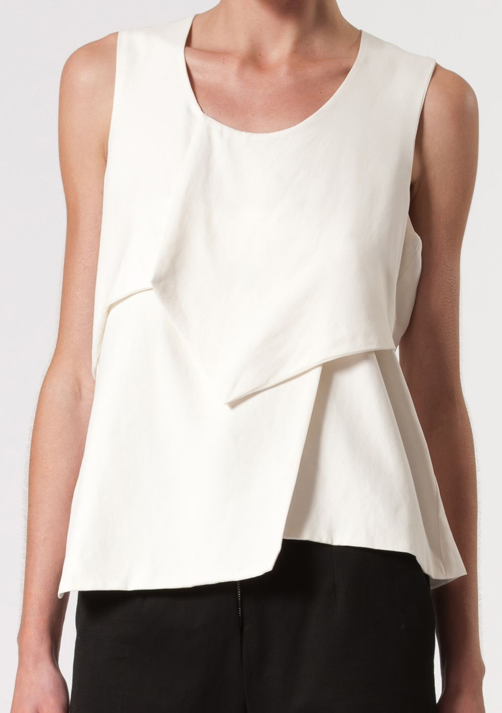 Love this edgier take on a #peplum top from BENGT