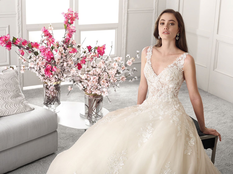 Trouwjurk Amersfoort.Trouwjurk Demetrios 813 Art 29055 Valkengoed Wedding Fashion