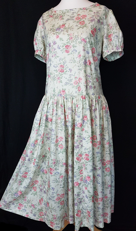 Laura Ashley Vintage Summer Dress Size Uk 18 Pale Green Cotton Etsy Vintage Summer Dresses Green Cotton Dress Summer Dresses [ 3000 x 1762 Pixel ]