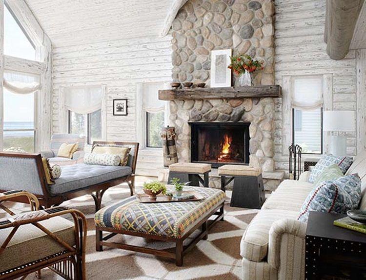 Прекрасный бревенчатый дом с белыми интерьерами и деревенскими деталями от студии Jessica Jubelirer Design расположен в прибрежной зоне озера Milwaukee, штат Висконсин, США