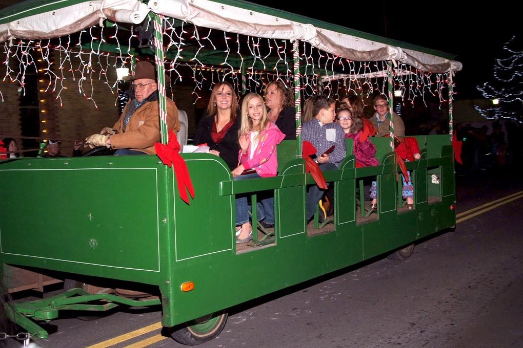 Annual Parade Of Lights Brightens Downtown Edmond Essay Contests Parades Edmond