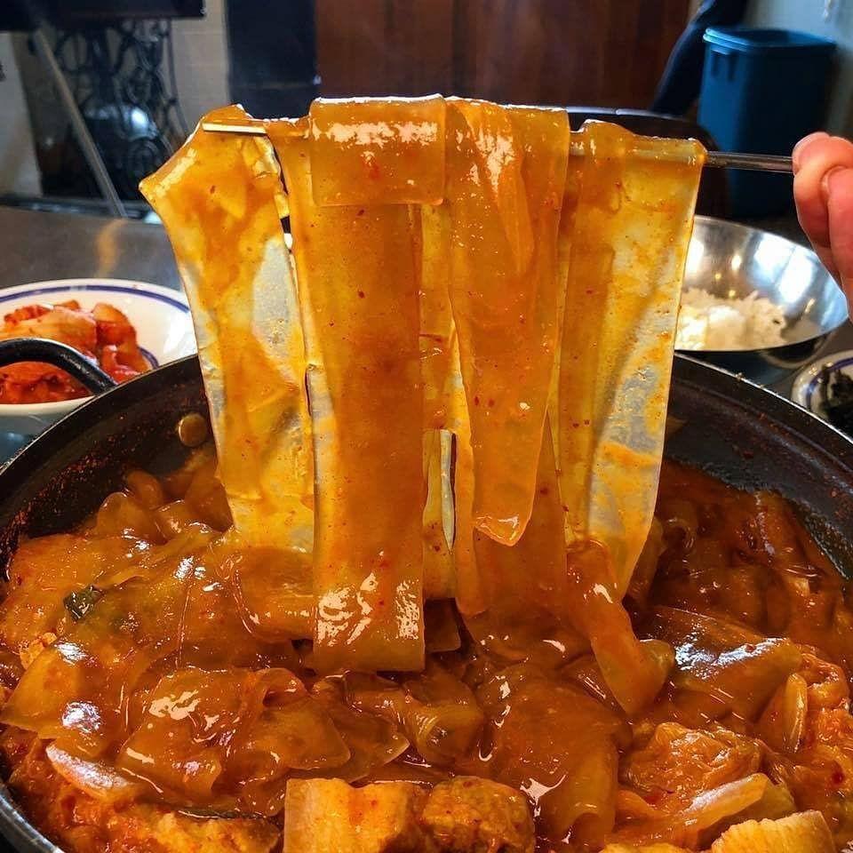 Makanan Korea Korean Food On Instagram Satu2 Nya Di Chinese Glass Noodle Tteokbokki Tteokbokki Kenyal Dengan Saus Makanan Makanan Korea Makanan Pedas