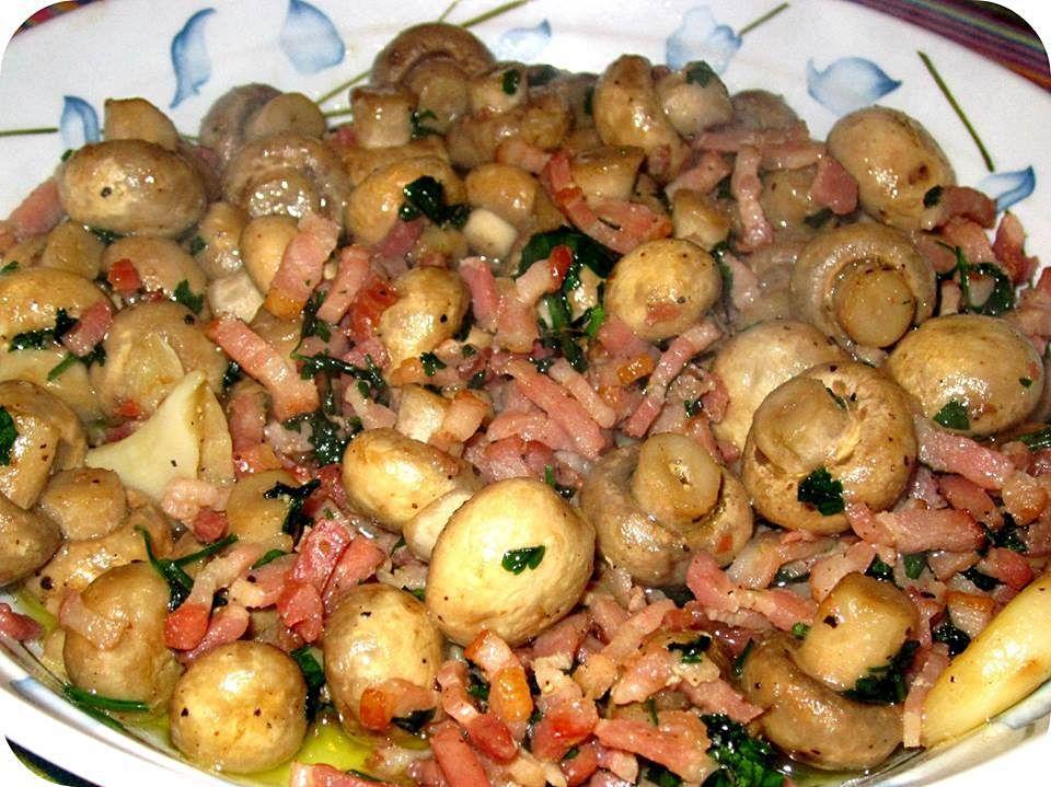 Cogumelos com bacon e alho - http://www.receitasparatodososgostos.net/2016/01/30/cogumelos-com-bacon-e-alho/
