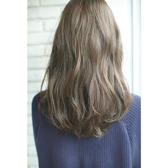 hair&photo....sawaki  おはようございます☀️ 昨日のお客様のカラーリング オリーブアッシュ ブリーチなしでの透明感 本日はお休みですが 明日以降お待ちしてます #感謝 #hair #girl #fashion#shooting #撮影 #青山  #ウェーブ #パーマ #ありがとう  #オリーブアッシュ