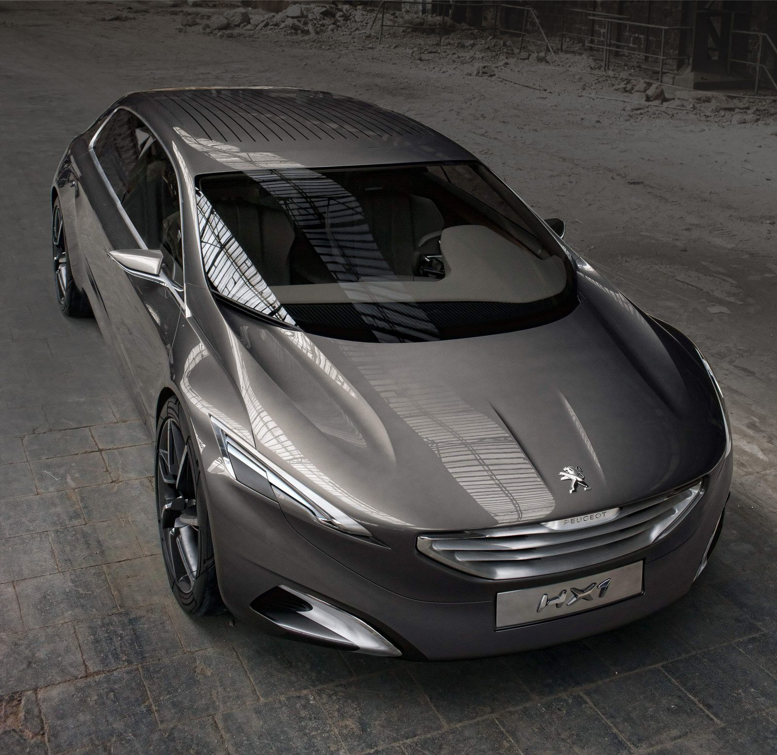 Frankfurt Show Preview: Peugeot's HX1 Hybrid4 MPV Concept