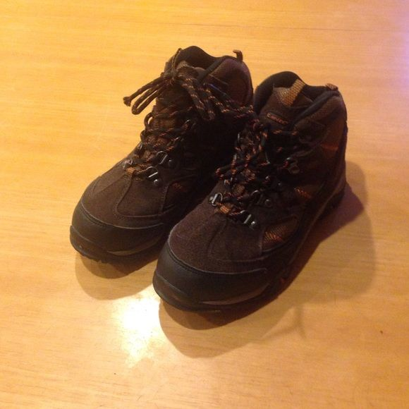 Boys Hiking Boots Barely worn hiking boots Hi-Tec Shoes Winter & Rain Boots