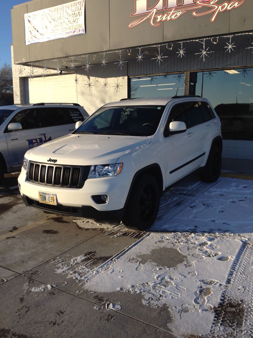 White Jeep Grand Cherokee With Black Rims And Grill White Jeep White Truck White Jeep Grand Cherokee
