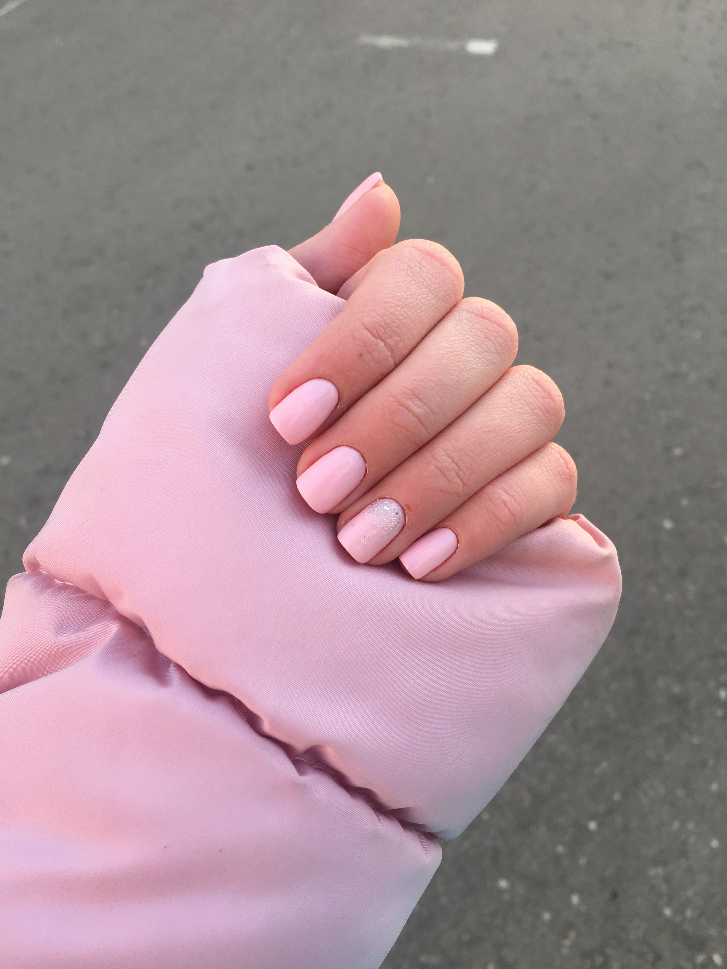нежно розовый маникюр фото
