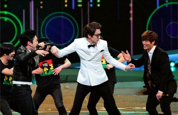 Kwangsoo with his funny dance ! lets leran kwang soo dance #leekwangsoo  #kimjongkook #dance