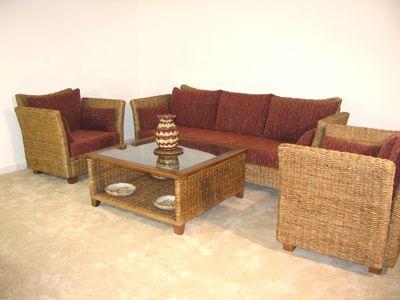 Fabrication de meubles en rotin, bambou, feuille de bananier ...