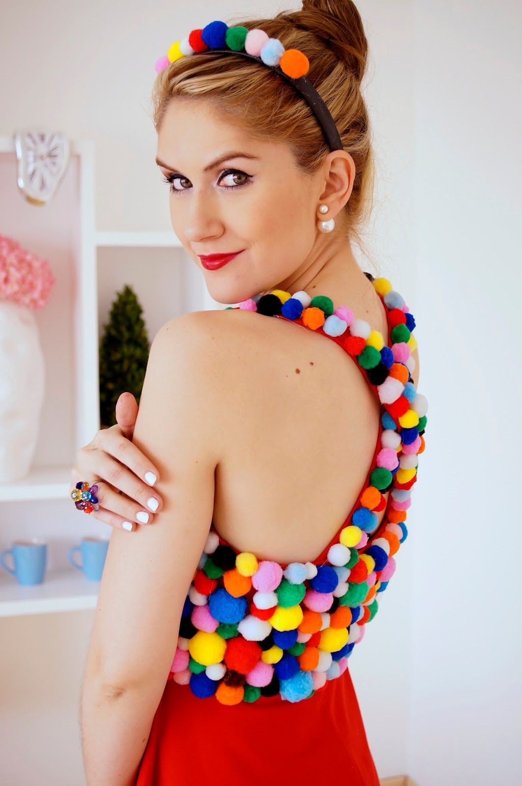 This gumball machine costume is super cute and easy to make! -- Click through for full tutorial!  sc 1 st  Pinterest & This gumball machine costume is super cute and easy to make ...
