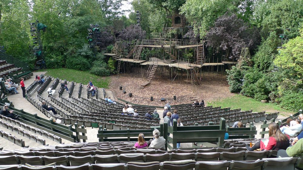 The outdoor theatre located within Regents Park London
