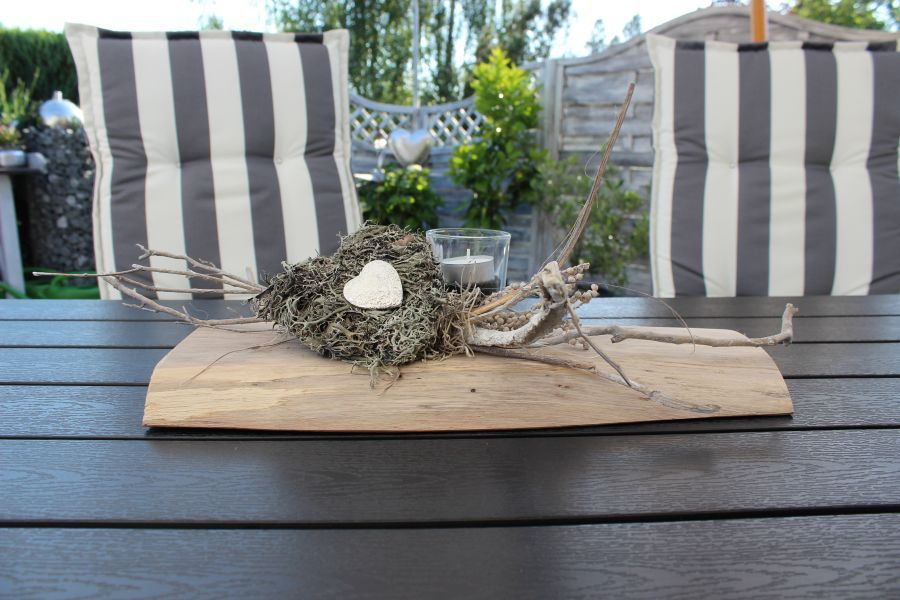 td79 tischdeko aus altem holz altes eichenbrett nat rlich dekoriert mit materialien aus der. Black Bedroom Furniture Sets. Home Design Ideas