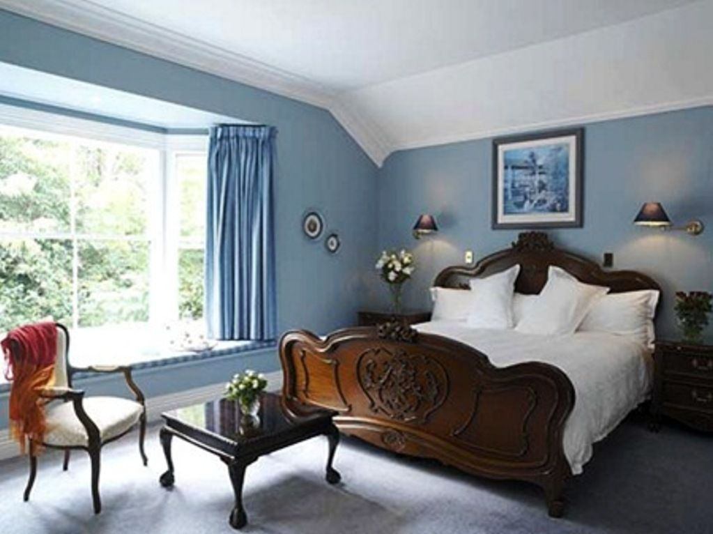 Bedroom color schemes with blue carpet bedrooms warm for Blue bedroom colors