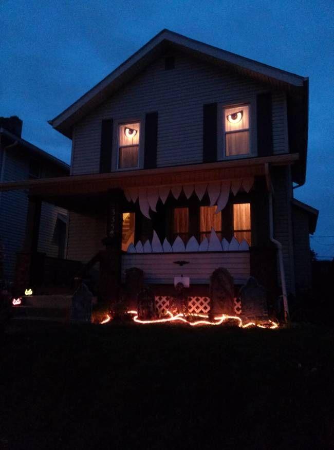 28 Halloween Decorations That Nailed It Halloween house, Halloween