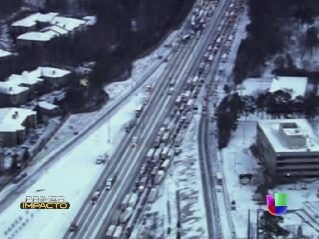 Nevada obligó a residentes de Georgia a dormir fuera de sus casas La inusual nevada forzó a muchos a refugiarse en comercios mientras otros quedaron varados en las carreteras.