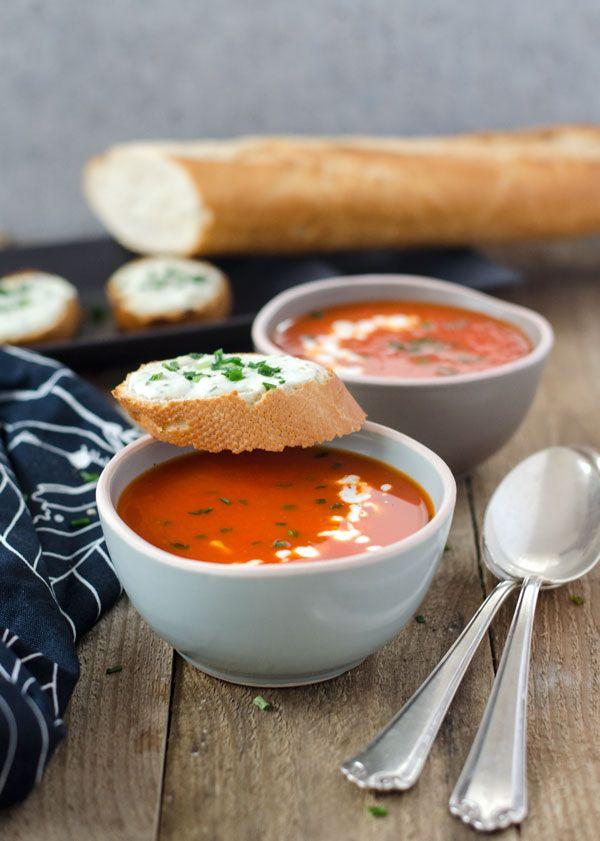 frische Paprika-Orangensuppe mit Schafskäsecrostini #stuffedbellpeppers