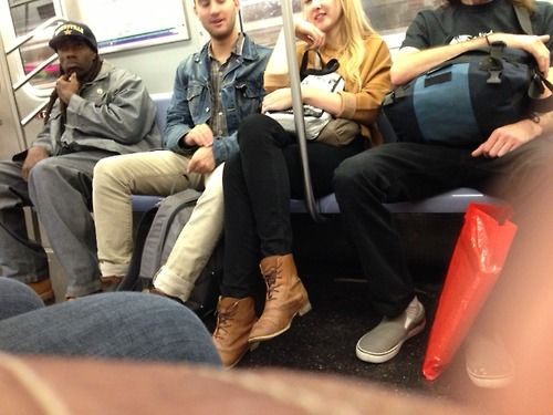 Dans le métro, les hommes occupent plus d'espace que les femmes ! par Olivier Razemon. Lire la suite...