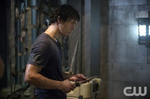 "The 100 --  ""Contents Under Pressure"" -- Image: HU107b_0140 -- Pictured: Bob Morley as Bellamy -- Photo: Cate Cameron/The CW -- © 2014 The CW Network, LLC. All Rights Reserved"