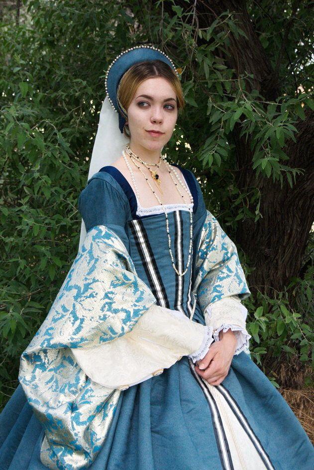Tudor Gown, Hood & Undergarments | Medieval, Tudors, & other Ye Olde ...