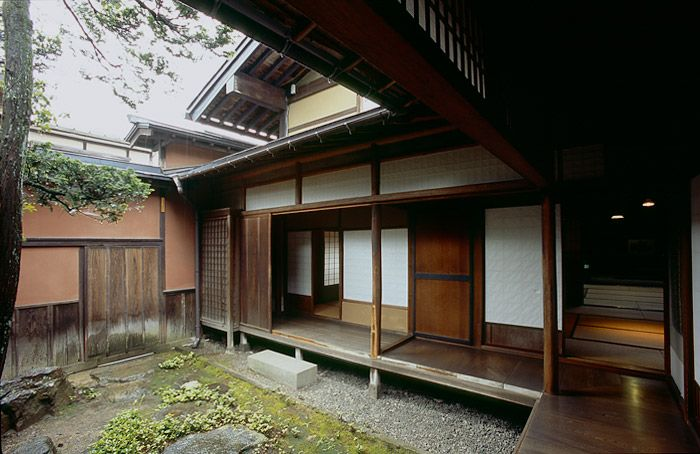 Courtyard of yoshijima house takayama japan japanese for Traditionelles haus japan
