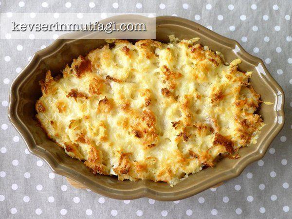Bayat Ekmek Böreği Tarifi - Malzemeler : 1 adet bayat ekmek, 200 gr kaşar rendesi, 200 gr beyaz peynir, 1,5 su bardağı süt, 2 yumurta.