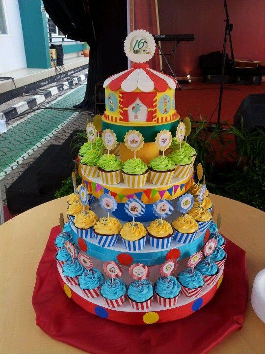Carnival Clown Cupcakes Visit wwwisaitalycom Pinteres