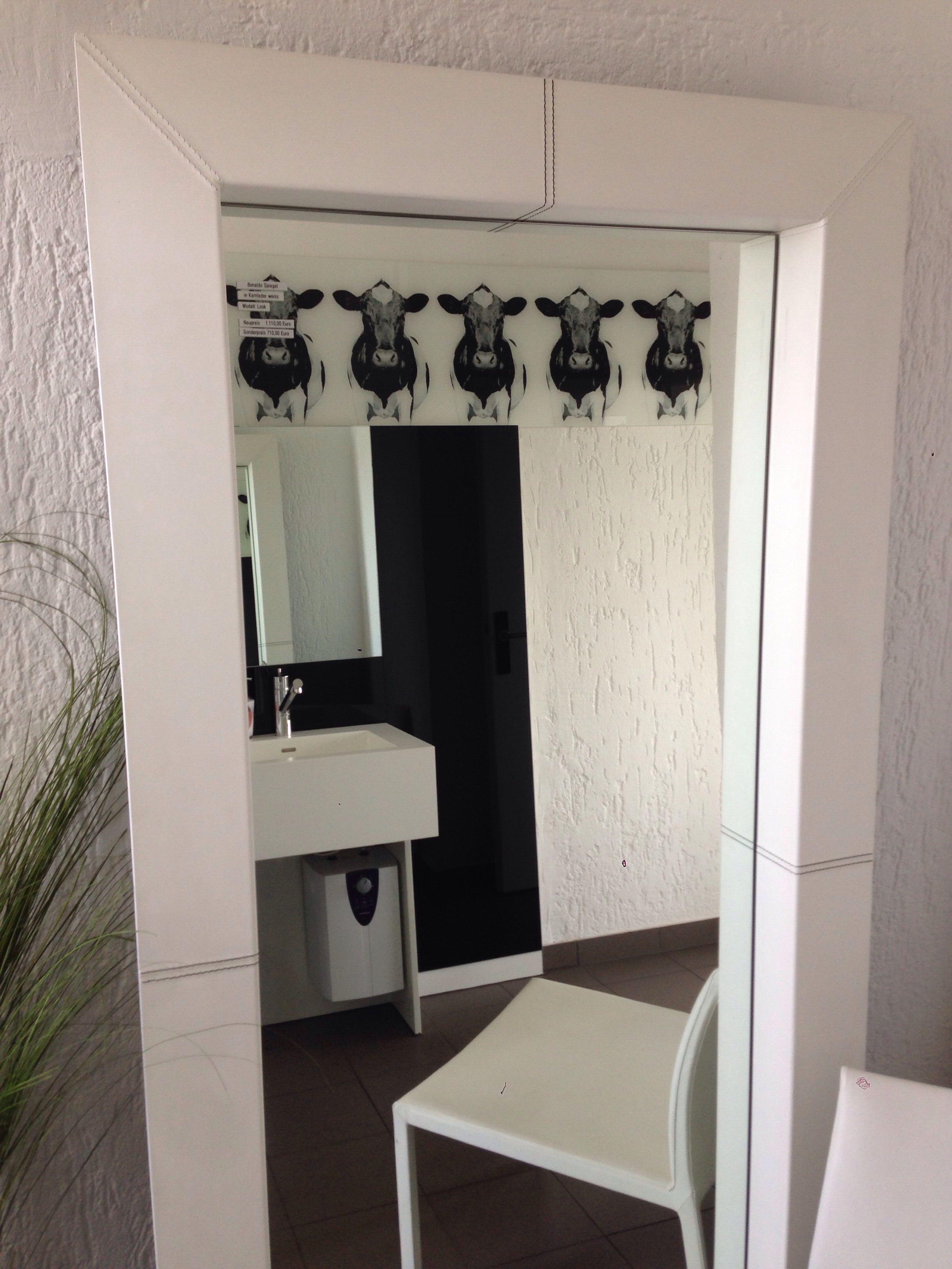 Spiegel mit Lederbezug