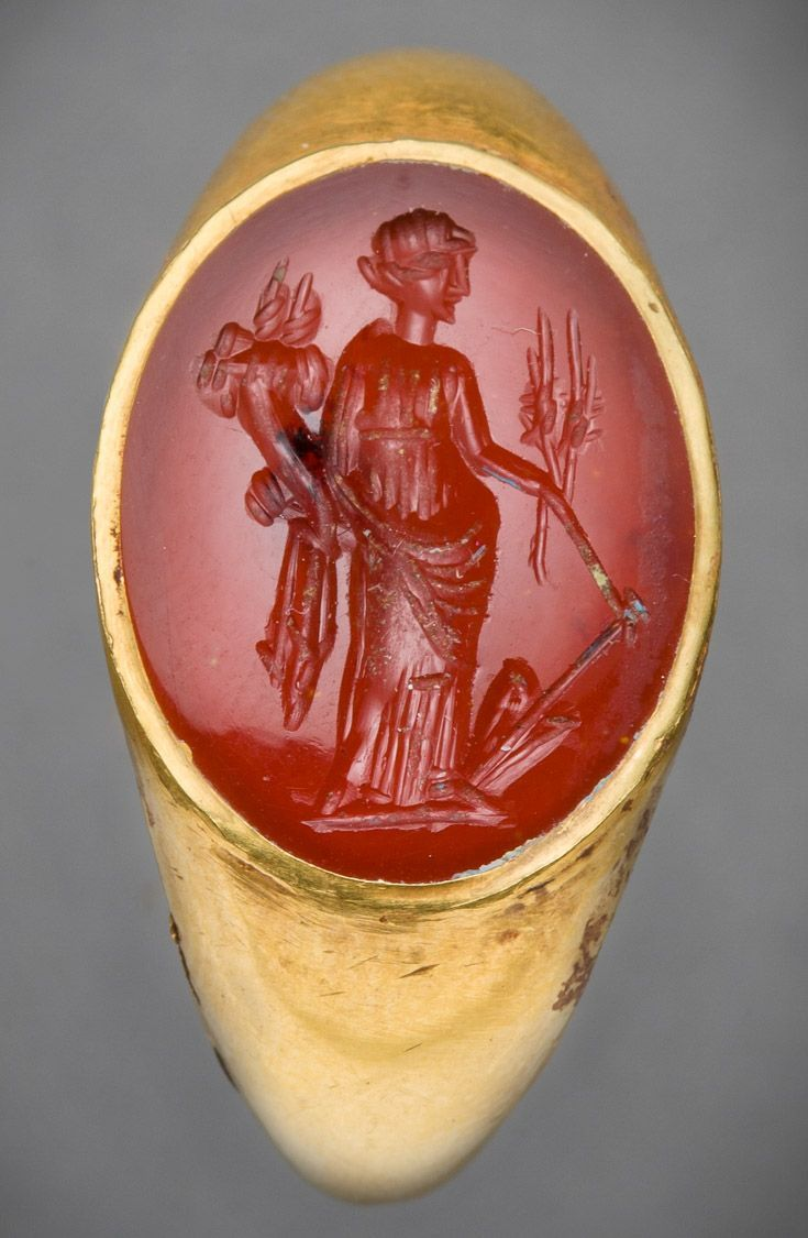 A Superb Large Republican Roman Hollow Gold Ring Set With A Large Elliptical Red Cornelian Carved In Intagl Ancient Jewelry Ancient Roman Jewelry Roman Jewelry