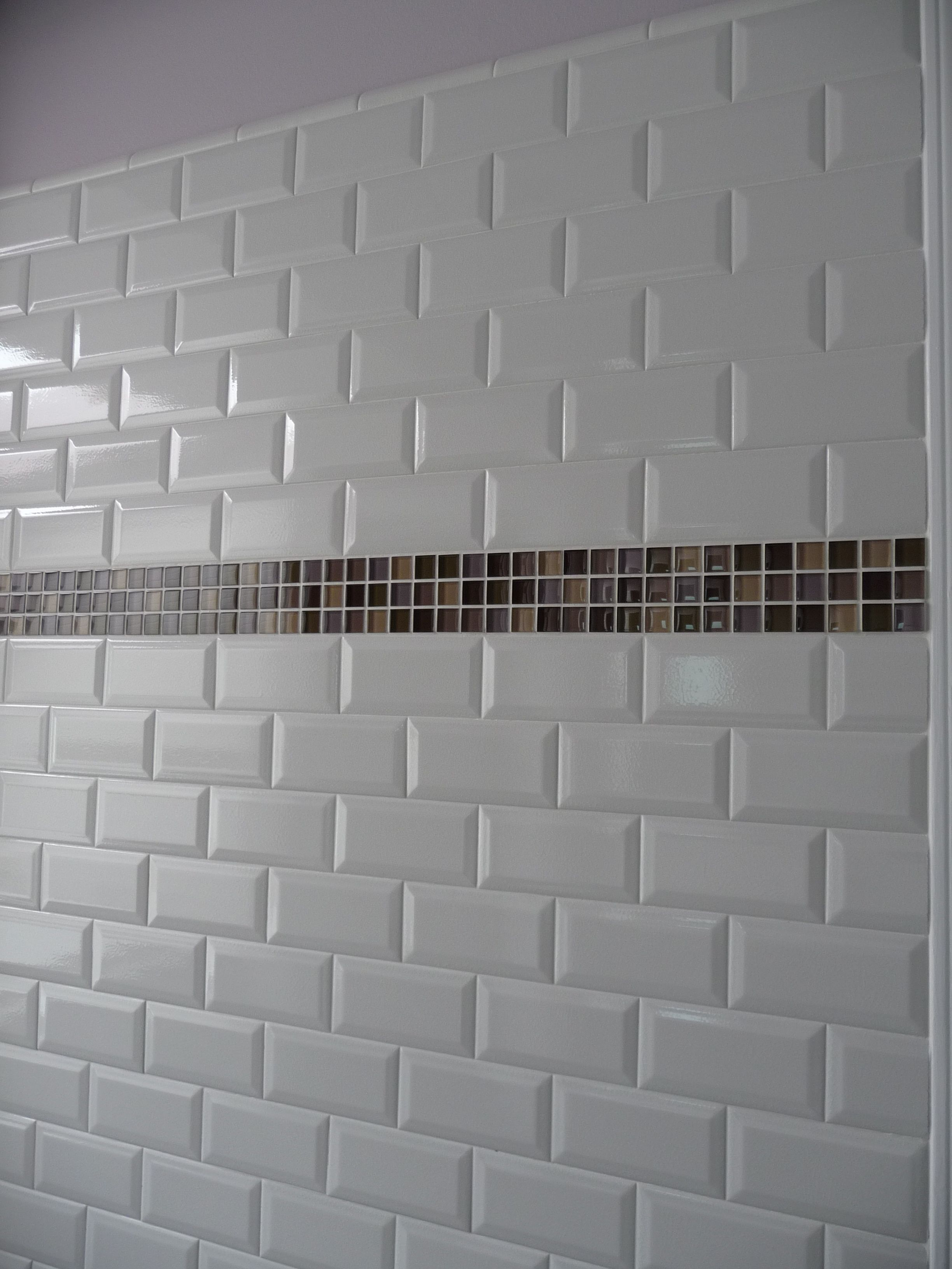 Glass tiles bathrooms kitchens glass tiles kitchen for Bathroom ideas using subway tile