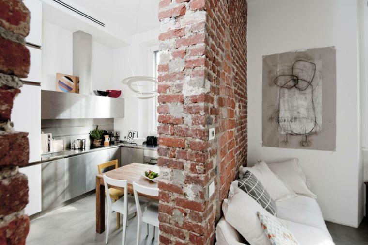Muri Interni Grigi : Divano bianco con cuscini bianchi e grigi cucina con mobili in
