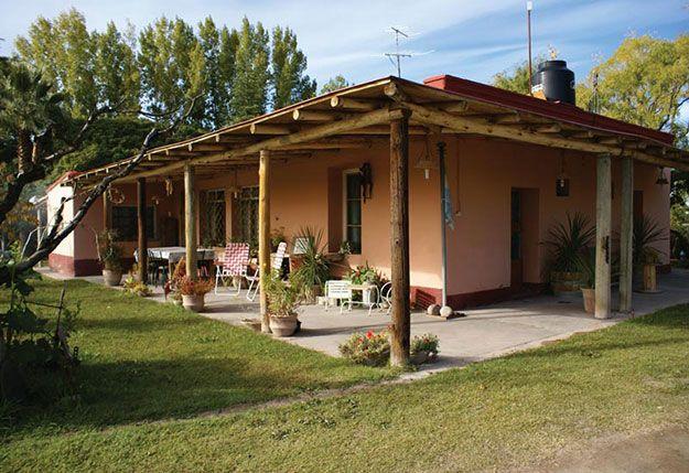 Fachada de casa simples do interior com varanda aberta - Fachadas de casas de campo ...