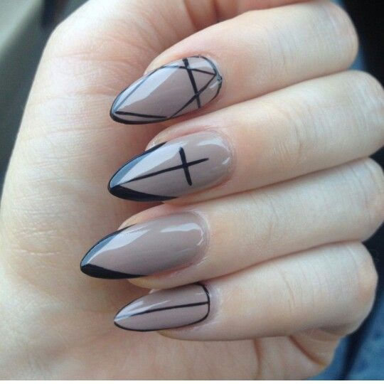 nude and black nails claws