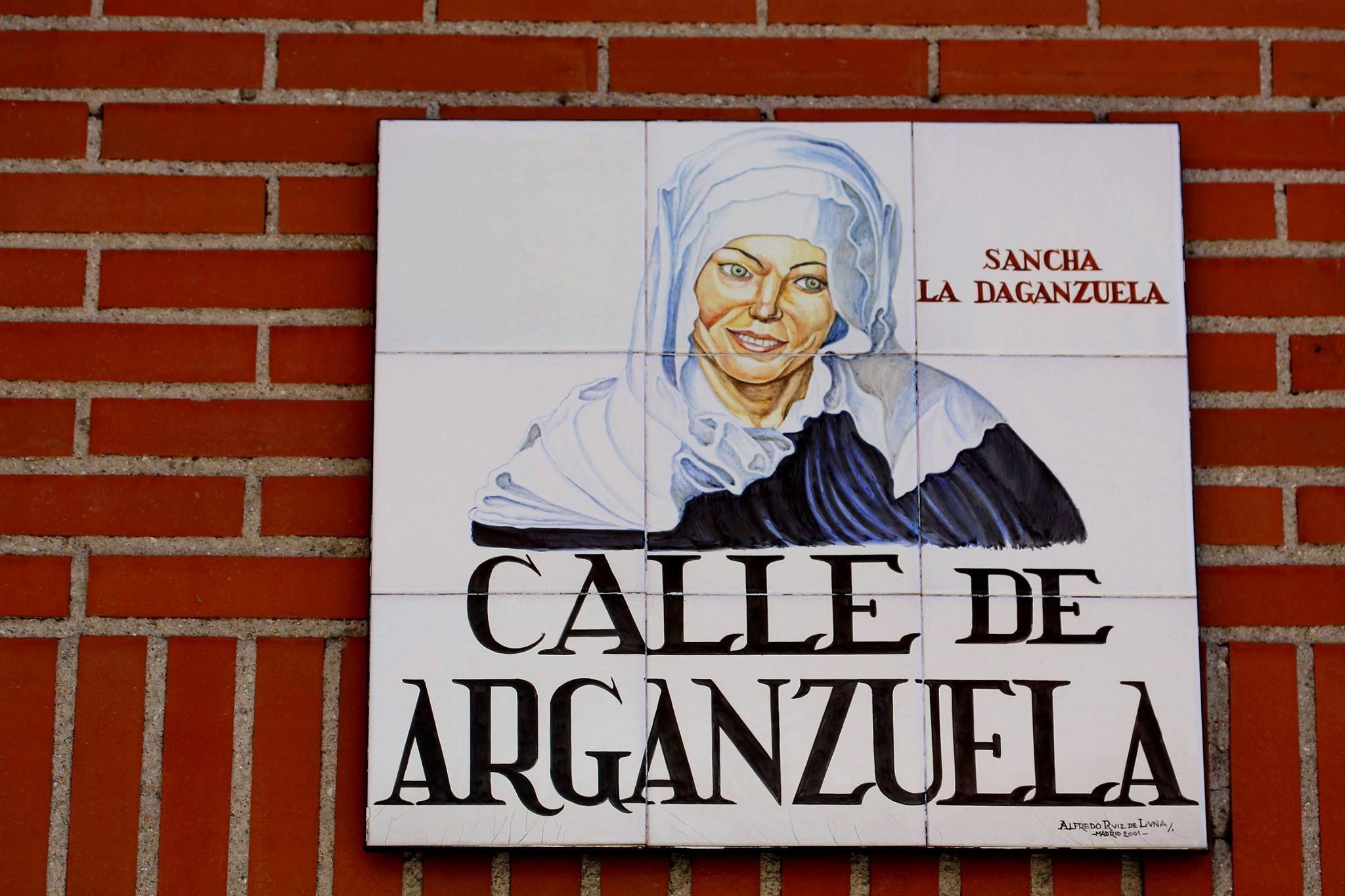 Resultado de imagen de azulejos calles de madrid arganzuela